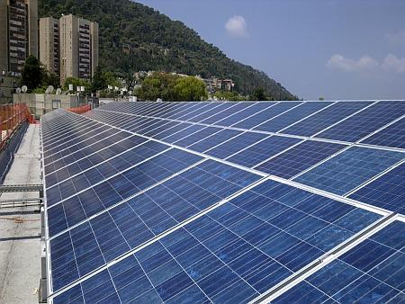 מערכת אנרגיה סולארית שהותקנה בחיפה