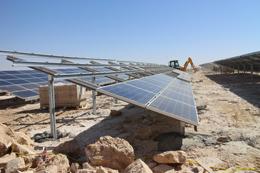 הקמה במהירות שיא של מתקן קרקעי לייצור אנרגיה סולארית