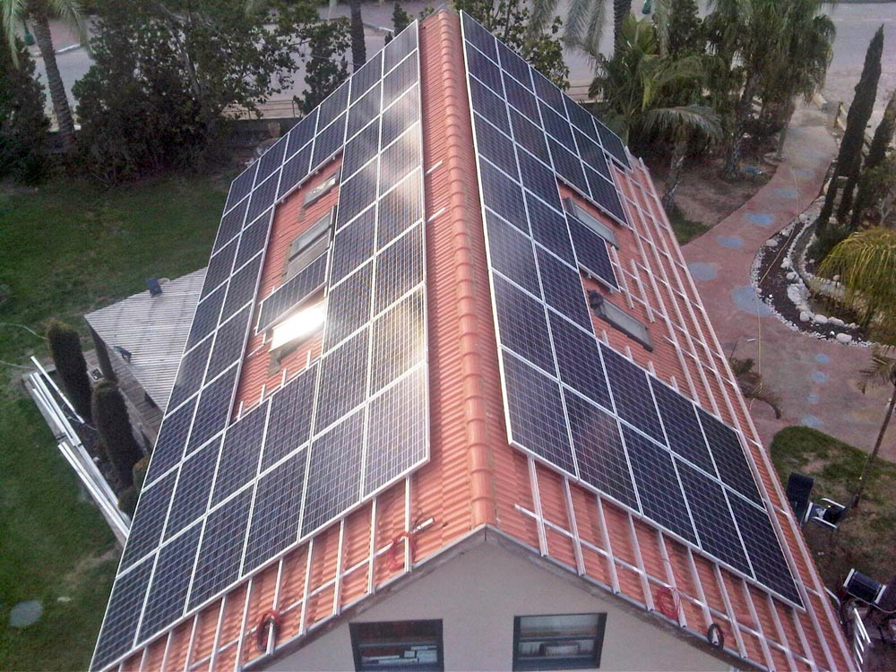מערכת סולארית ביתית בניר בנים, 15 קילו וואט.