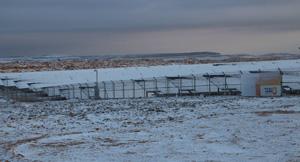 מערכת אנרגיה סולארית מצופה שלג במצפה רמון