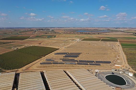 מערכת סולארית על קרקע